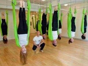 3 Keuntungan Latihan Anti-Gravity Yoga