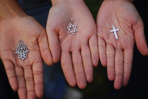 agama kristen dan berlatih yoga