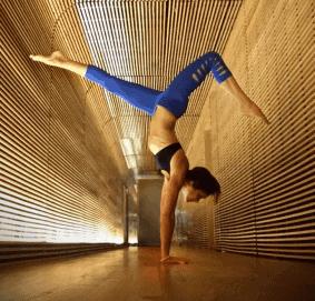 5 Gerakan Senam Yoga Menggunakan Yoga Block