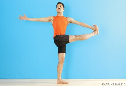 gerakan yoga revolved triangle