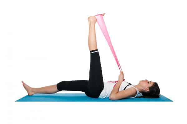 gerakan yoga - supine hamstring stretch