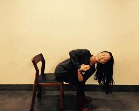 4 Pose Yoga 'Penyelamat Tulang Belakang' Bagi yg  Sering Duduk Seharian di Kantor