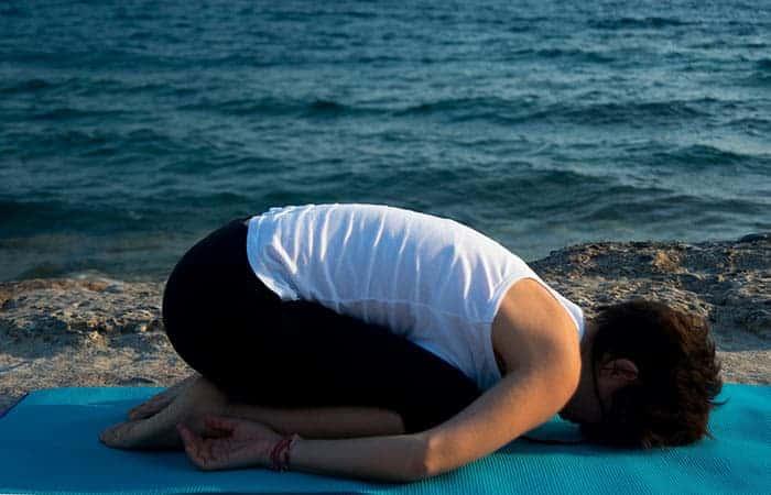 balasana yoga pose - memperbaiki postur tubuh
