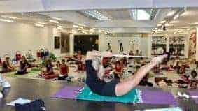 Variasi Gerakan Yoga Locus Pose - Salabhasana