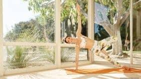 5 Pose Yoga Ini Mampu Atasi Sakit Pinggang Saat Hamil