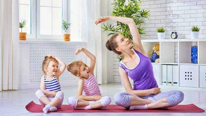 mengajar yoga unuk anak