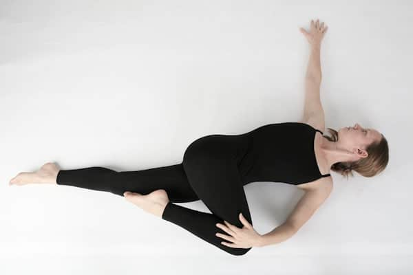 gerakan yoga supine twist