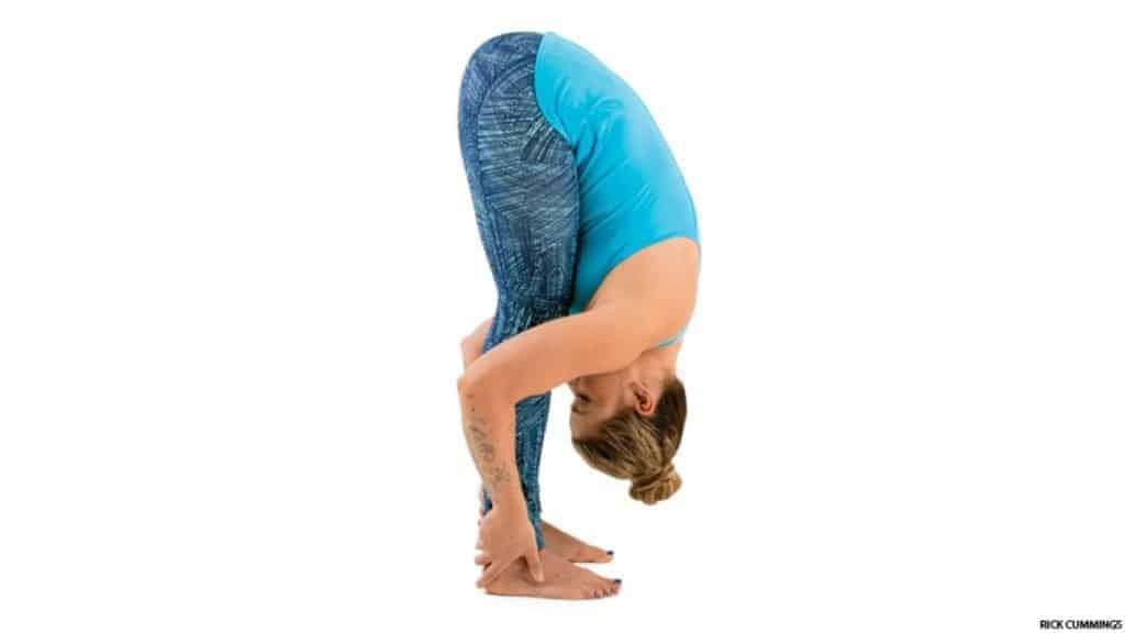 gerakan yoga standing forward bend