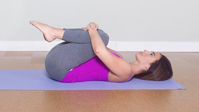 gerakan yoga wind relieving pose