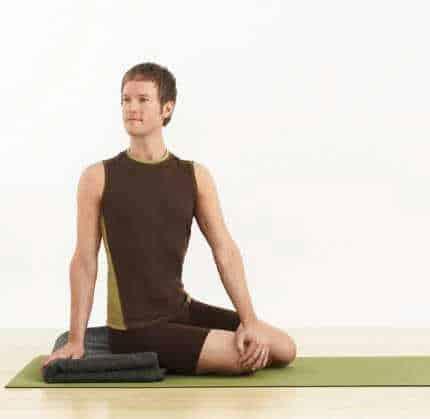 gerakan yoga - Bharadvajasana 1